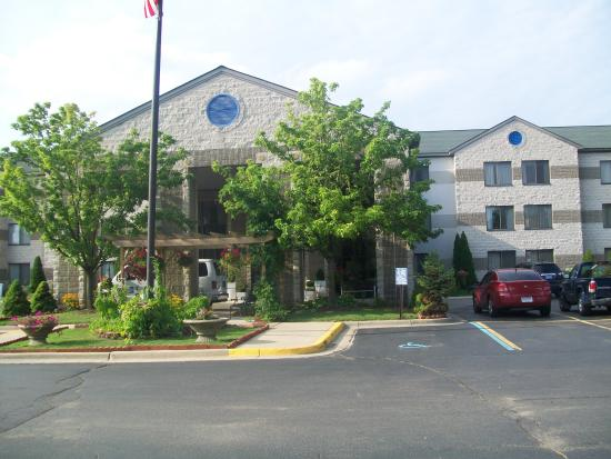 Holiday Inn Express Hotel & Suites Grand Rapids Airport: exterior