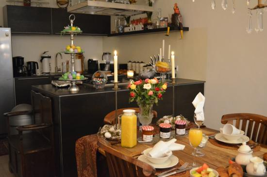 Boogaard's Bed and Breakfast: Beautiful Kitchen and Dining Area