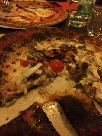 I Gerani: Pizza nero di seppia....squisita