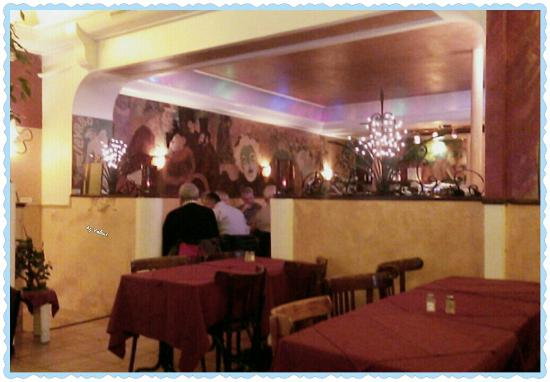 2 photo de bistro de montmartre paris tripadvisor for Le miroir restaurant montmartre