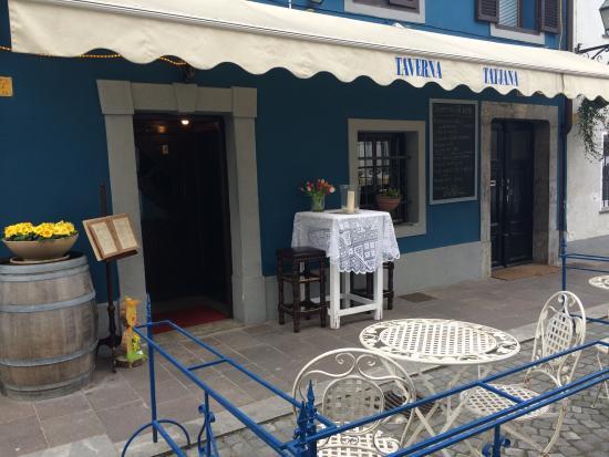 Taverna Tatjana: the outside of the taverna