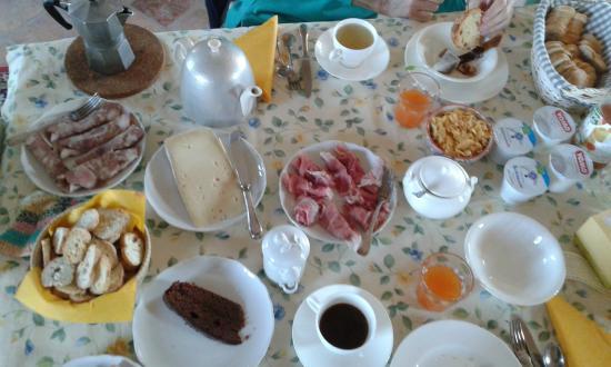 Cascina Corte Bed & Breakfast : La colazione-brunch