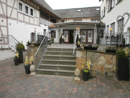 Landhotel Kern: Trap met entree hotel