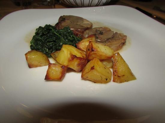 Osteria Gagliardi: Agnello farcito con contorno di patate e spinaci