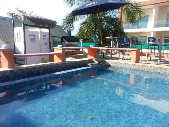 Hostel Rio Playa: rooftop foot bath pool