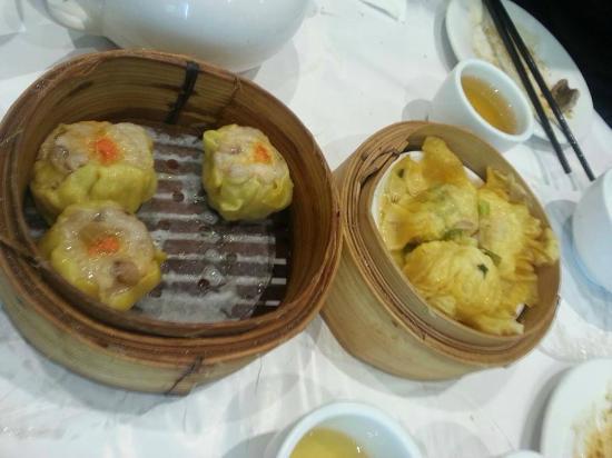 Dragon Boat Restaurant: Prawn dumpling and pork seafood dumpling