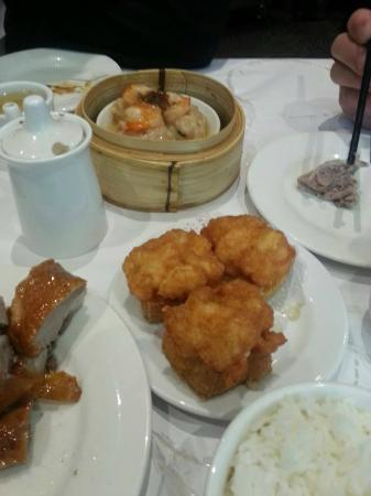 Dragon Boat Restaurant: Fried tofu, fried duck and prawn dumpling in the background