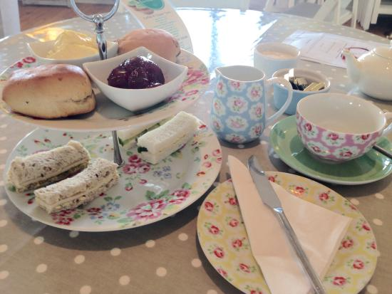 Hartland House Spa and Cottages: Harland House afternoon cream tea.