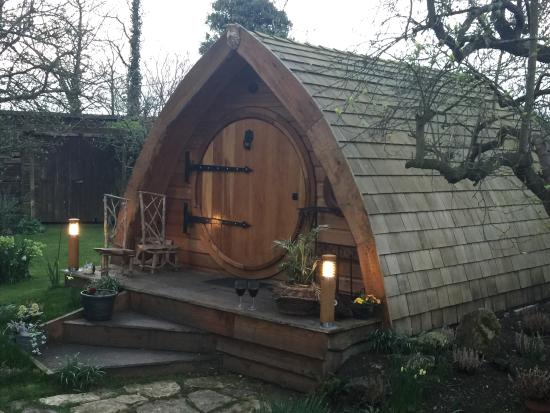West Tyning Bed & Breakfast: The Hobbit Hole
