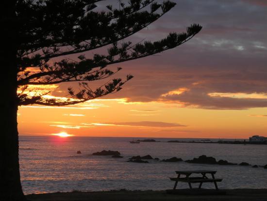 Seaview Motel: Dawn over Kaikours