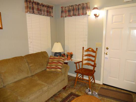 Long Barn Lodge : Living room. Cabin L