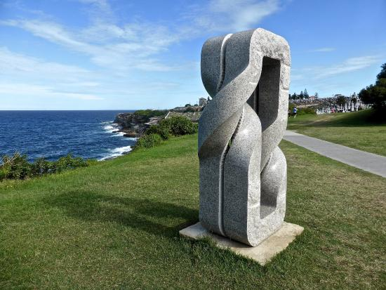 Bondi to Coogee Beach Coastal Walk: Oushi Zokei 2012, Twice Twisted Bands ( Keizo Ushio Japan )