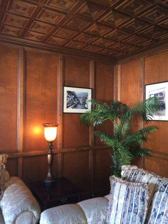 The Rigdon House: Gorgeous library and woodwork