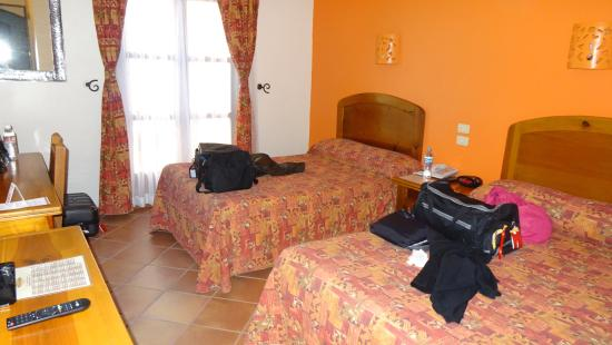 Hotel Abu : Rooms are a good size and very clean