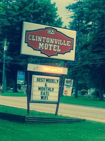 Clintonville, WI: Hotel Sign