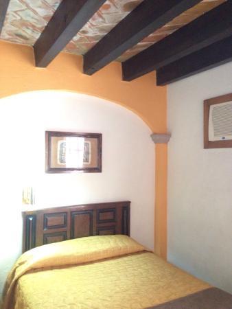 Hotel Real de Minas: Cama de habitación doble