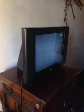 Hotel Real de Minas: Televisión de la habitación doble.  No tiene control.  La prendes y apagas con un interruptor