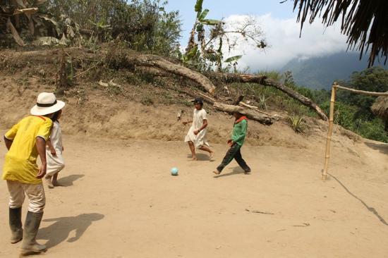 Taganga, Colombia: Los niños Kogui jungando