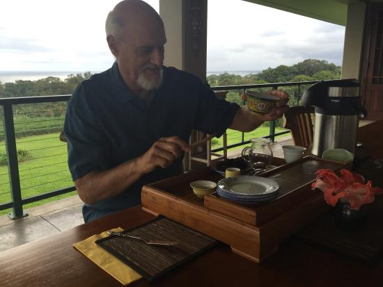 Onomea Tea Company : Mike and the tasting experience.