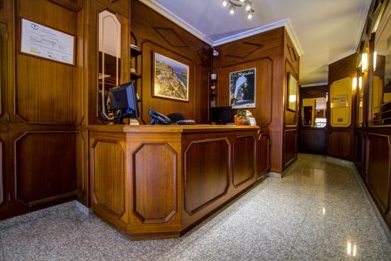 Hotel Restaurante Mediante: RECEPCION