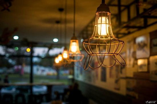 Spitfire Restaurant and Grill: Decor
