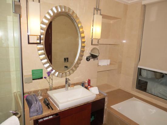 Golden Eagle Summit Hotel : Salla de bain 1139