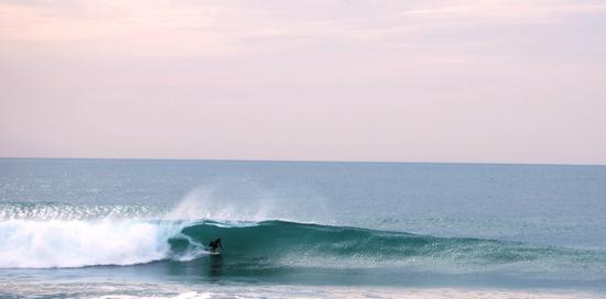 9 Pies Escuela y Surfcamp