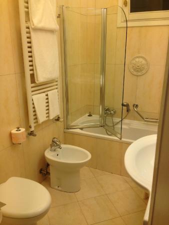 Hotel Carlton Capri: ванная