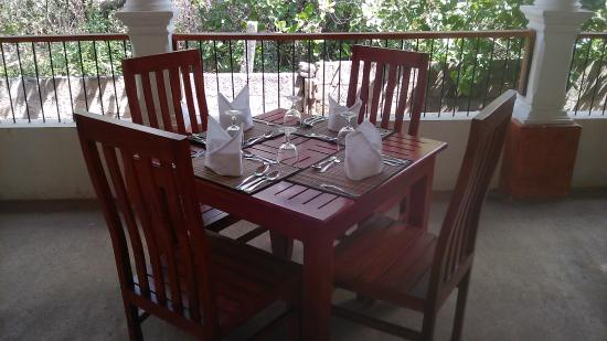 Hotel Suwahasa : Dianing Table