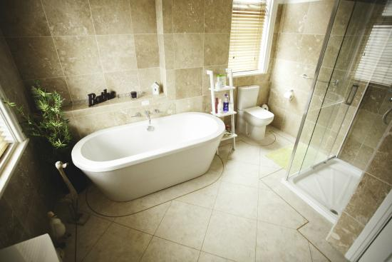 Burton Suite Bathroom Picture Of Vale House Southport