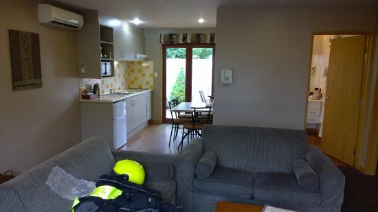 Settlers Motel : Living area