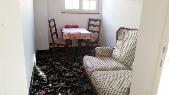 ... La Chambre Verte (François TRUFFAUT). Hotel Lu0027Ecrin : Sitting Area