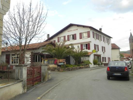 Hôtel Restaurant Mendi Alde : Hotel de l'extérieur