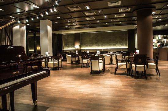 Seven Lounge & Restaurant