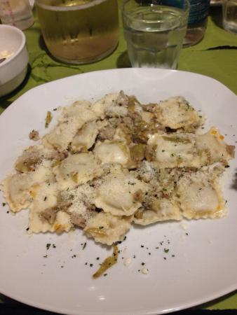Osteria c'era una volta : Ravioli di carne con carciofi e salsiccia