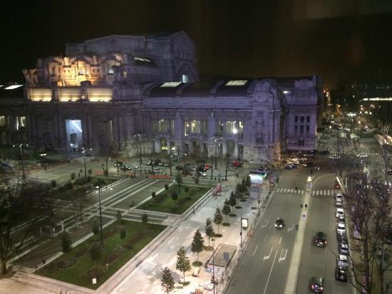 Klick Hotel Milano: Window View - Milan station
