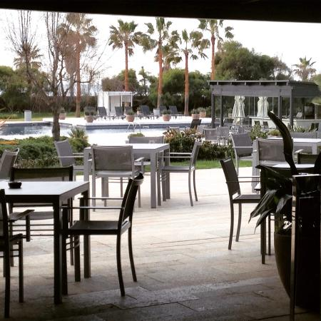 AC Hotel Gava Mar: Views from the restaurant overlooking the garden