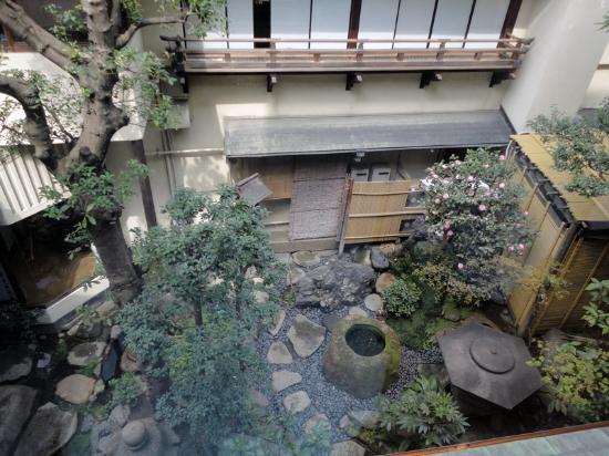 Imahan Bekkan: Blick auf den Garten