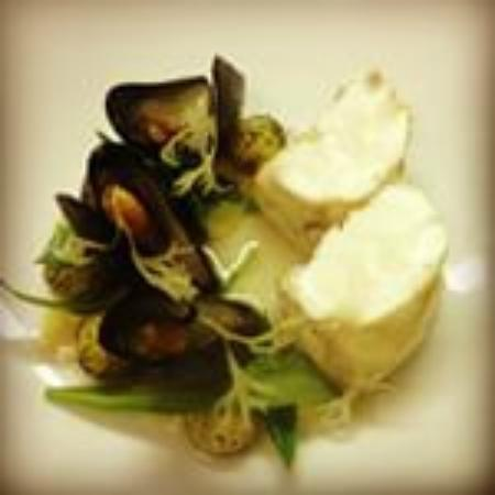Idas Restaurant: Monkfish and mussels with West Kerry foraged vegetables and seaweeds