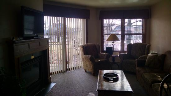 Bridgeport Resort: living room