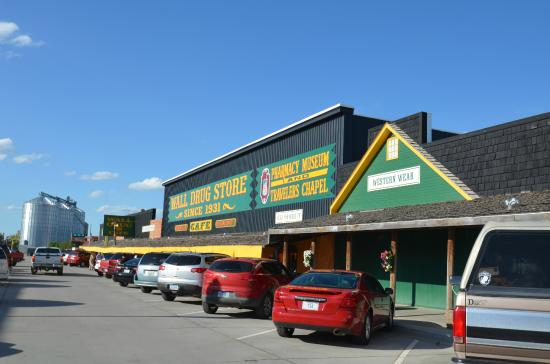 Frontier Cabins Motel: Wall drug store