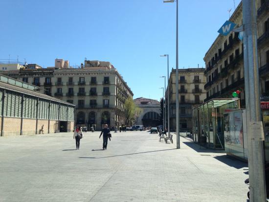 Pension Ciudadela : Praça de acesso e edifício