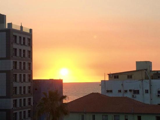 Hayarkon 48 Hostel: Sunset from my balcony
