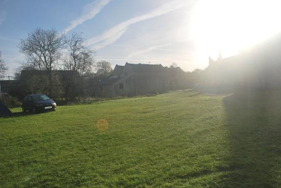 Stowford Mill Bed and Breakfast: Early morning sunshine over the farm buildings