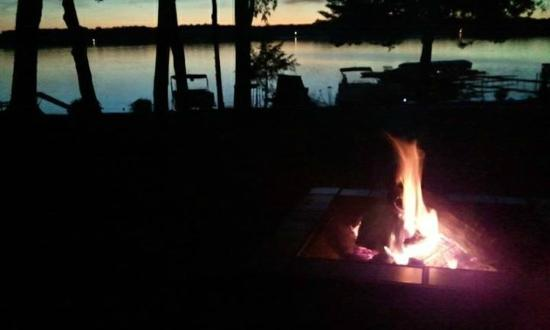 Lake Ripley Lodge Bed & Breakfast: Romance over smores on the fire.