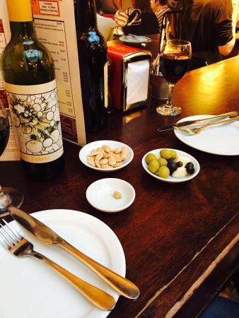 Ultracomida: Almonds and olives while we waited
