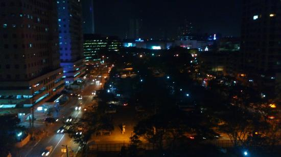 The Exchange Regency Residence Hotel: View at night