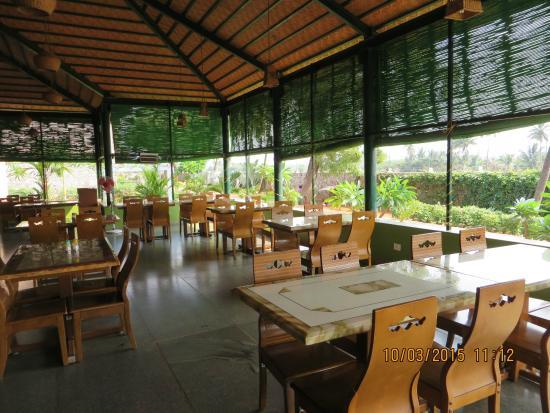krishna heritage salle manger ouverte sur le jardin