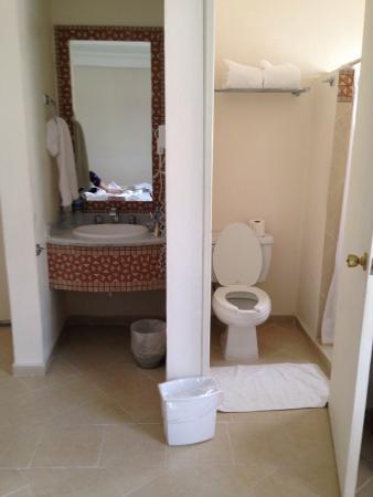 BEST WESTERN Hotel Taxco: Baño limpio y agadable