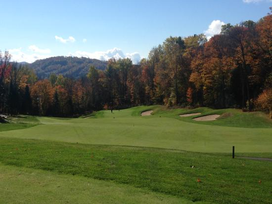Le Diable Golf Course: View from the 15th fairway, that what you have to contend with for your second shot on this shor